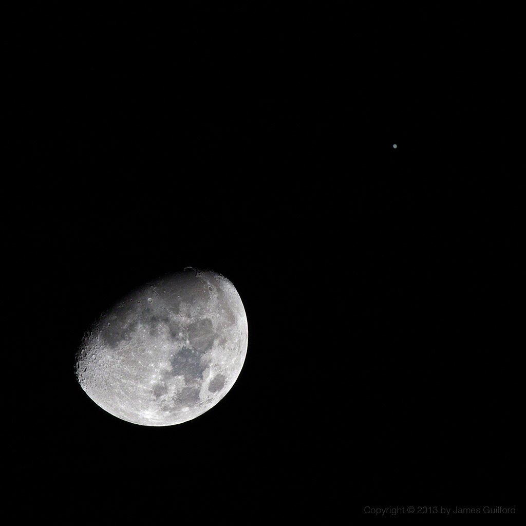 Photo: Close conjunction of the Moon and Jupiter.